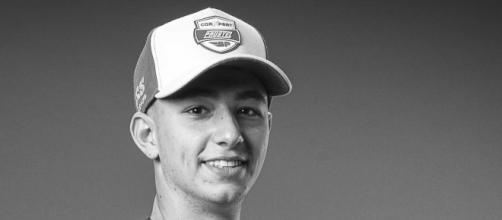 Con solo 19 años de edad Jason Dupasquier falleció tras ser herido por las motos de sus compañeros. (Fuente: Twitter:@MotoGP)