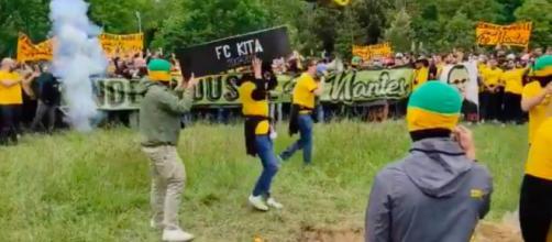 Les supporters du FC Nantes en sont venus aux mains après la rencontre - Photo capture d'écran vidéo Twitter