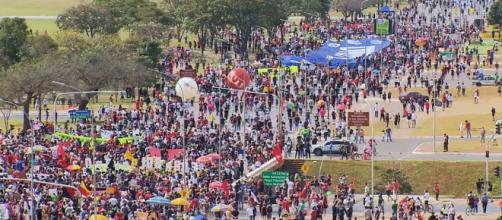 Manifestações de sábado (29) ganham destaque na mídia internacional e geram criticas aos jornais brasileiros (Reprodução/TV Globo)
