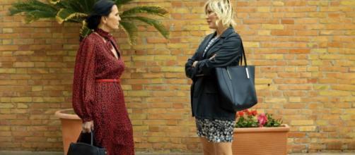 Un posto al sole, Marina Giordano (Nina Soldano) e Chiara Conti (Lara Martinelli).