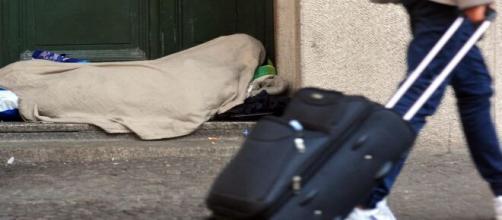 Milano: fa dichiarare morta la sorella, ma lei è ancora viva.