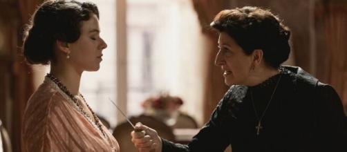 Una vita, trame spagnole: Genoveva riceve una lettera dal fantasma di Ursula e collassa.
