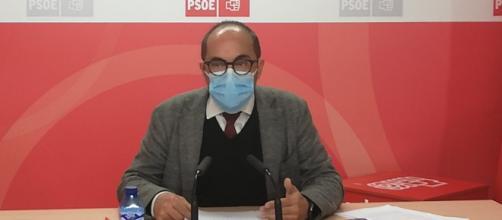 Luis Rey en la rueda de prensa compartiendo las dos mociones que presentaría en el Pleno de la Diputación de Soria (Twitter: @PSOESoria)
