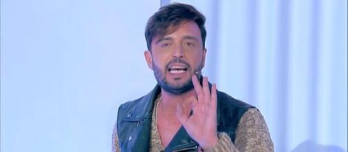 Uomini e donne, Armando viene smascherato e i fan sbottano: 'Cacciatelo via, è pessimo'.