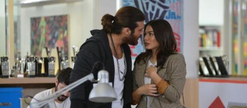 Can Yaman, parla l'attrice di Leyla.