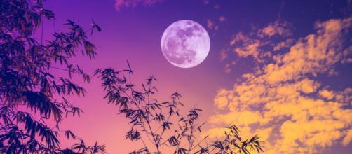 L'oroscopo di domani 12 maggio: Luna in Gemelli, gran giorno per il Toro (1^ parte).