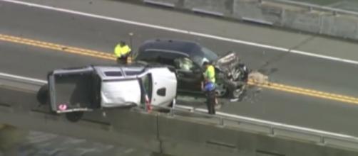 Los dos coches quedaron destrozados causando el accidente del bebé - (Telecinco)