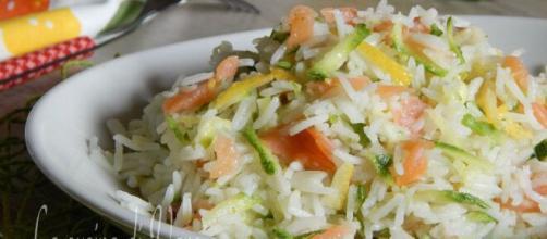 riso freddo con salmone, limone e zucchine