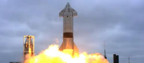 SpaceX Starship SN15 successfully lands in test flight. [Image source/Global News YouTube video]