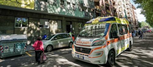 Torino, guardia giurata aspetta l'ex moglie sul pianerottolo e la uccide.