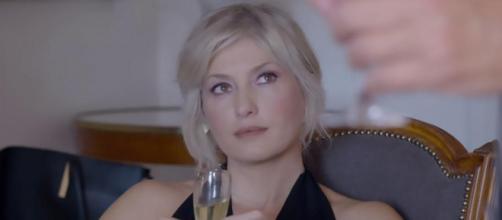 Un posto al sole: Lara Martinelli (Chiara Conti) sempre più vicina a Roberto Ferri.