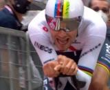 Filippo Ganna è la prima maglia rosa del Giro d'Italia 2021