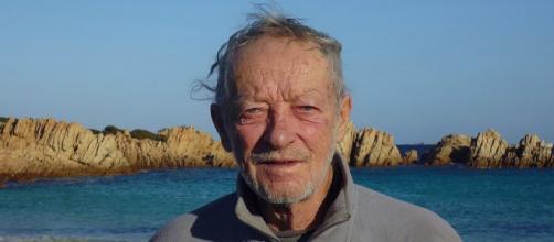 Mauro Morandi, de 81 anos, o único habitante de uma ilha italiana que servirá de 'eixo de educação ambiental' (Reprodução/Facebook)