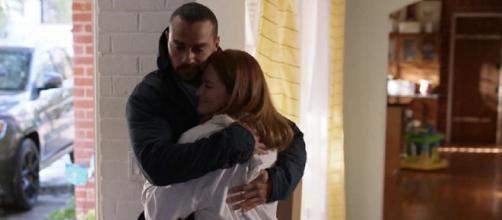 Sarah Drew commenta le scene che hanno coinvolto Jackson e April in Grey's Anatomy 17x14.