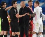 Vidéo: L'explication tendue entre Zidane et l'arbitre après la rencontre du Real Madrid