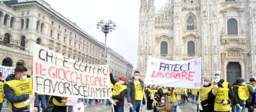 Una recente manifestazione del settore del Gioco in piazza Duomo a Milano.