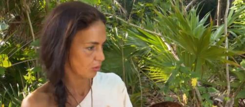 Olga Moreno comenta en la isla ajena a lo que está pasando en España (Telecinco)