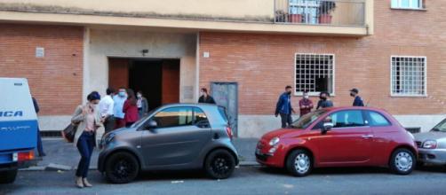 Roma, accoltella il padre e tenta di suicidarsi: fermato 18enne | fanpage.it