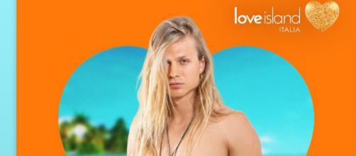Love Island, il concorrente Wolf ha un segreto: nel 2019 ha partecipato a Mister Italia.