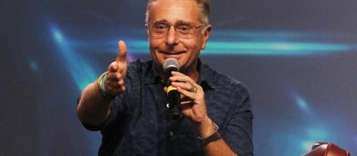 Paolo Bonolis replica a Pippo Baudo: 'Ognuno si accanisce come vuole'.