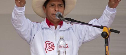 Pedro Castillo, accusato di brogli da Fujimori, non è stato ancora proclamato presidente del Perù.