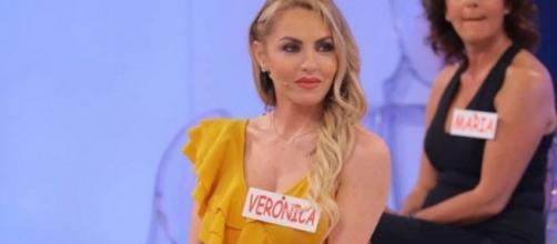 Uomini e Donne, ex dama Veronica: 'Volevo tornare ma qualcuno ha detto no, forse Maria'.