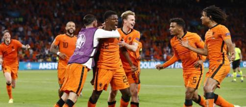 Europei: l'Olanda vince all'ultimo con il gol di Dumfries.