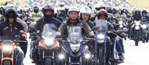 Bolsonaro comete infrações de trânsito na 'motociata' em São Paulo (Alan Santos/PR)