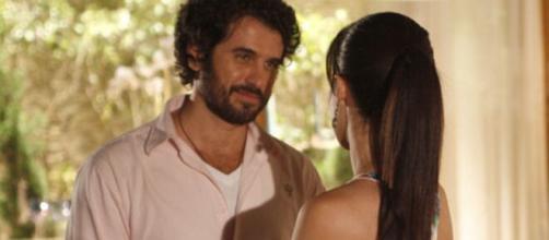 Gabriel e Manu se aproximam em 'A Vida da Gente' (Reprodução/TV Globo)