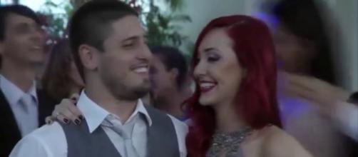 Lucas e Du anunciam gravidez em 'Império' (Reprodução/Rede Globo)