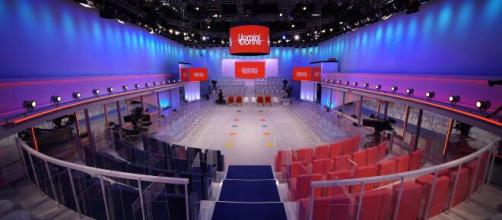 Uomini e donne, anticipazioni settembre: Tina Cipollari non lascia il programma Mediaset.