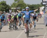 La vittoria di Elia Viviani nella prima tappa della Adriatica Ionica Race.