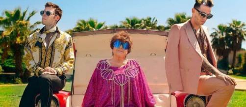 Fedez, le drag queen svelano un retroscena sulle riprese.