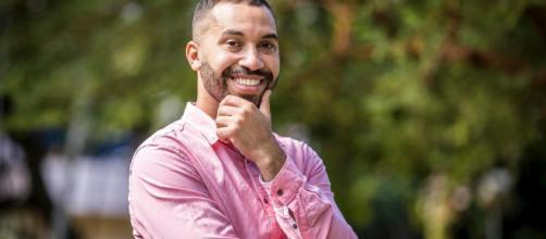 Gil revela ter feito 'treinamento' para aprender a ser 'menos' gay (João Cotta/TV Globo)