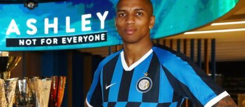 Inter, Young avrebbe rifiutato il rinnovo: sarebbe vicino l'accordo con il Burnley.