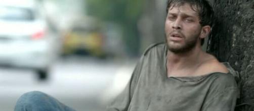 Leonardo vive na rua em 'Império'. (Reprodução/TV Globo)