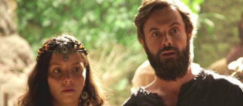 Leora foge em 'Gênesis' (Reprodução/Record TV)