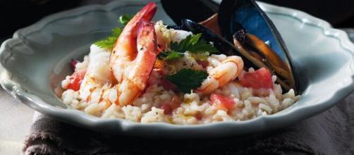 Risotto alla marinara, un primo piatto buono soprattutto in estate.