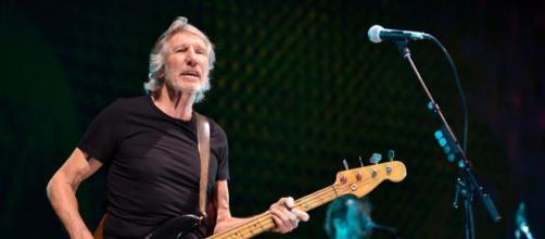 Roger Waters ha detto no alla proposta di Zuckenberg di usare un celebre brano dei Pink Floyd.