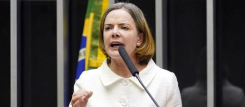 Para Gleisi Hoffmann, o presidente Jair Bolsonaro deve ser afastado do cargo (Pablo Valadares/Câmara dos Deputados)
