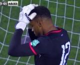 Le gardien a marqué contre son camp - Source : capture d'écran vidéo compte Twitter @InstantFoot