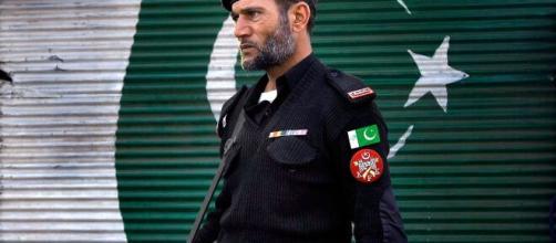 Agente de policía en Pakistán (Imagen: The Objective)