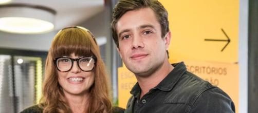 Alexia e Renzo vivem paixão na trama das sete (Divulgação/Rede Globo)