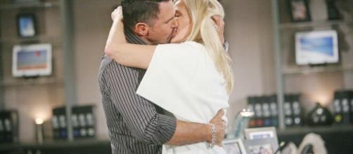 Beautiful, spoiler al 26 giugno: Ridge vedrà il video del bacio tra sua moglie e Bill.