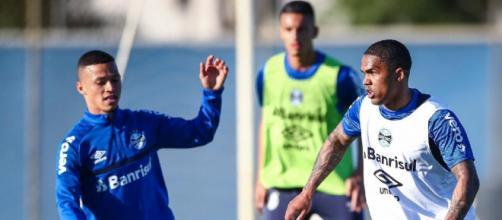 Grêmio tem estreia de Douglas Costa, mas desfalque de Brenno (Lucas Uebel/Grêmio)