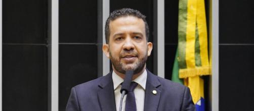 'Lei que cria a figura do corrupto sem querer', diz Janones (Pablo Valadares/Câmara dos Deputados)