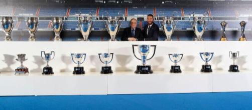 Sergio Ramos junto a Florentino Pérez en su despedida (Twitter: @realmadrid)