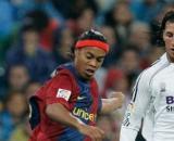 Ronaldinho chambre Sergio Ramos, sa réponse met le feu entre fans du Real et du Barça (Credit : Twitter de Ronaldinho)