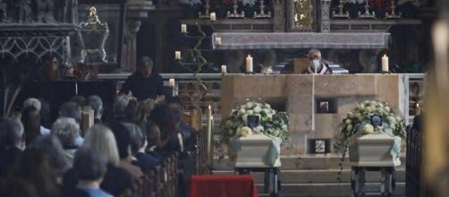 Bolzano, Benno Neumair, celebrati i funerali dei genitori: 'Due bare e molte domande'.