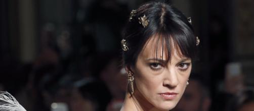 Asia Argento ospite a Belve, ma volano scintille con la conduttrice Francesca Fagnani.
